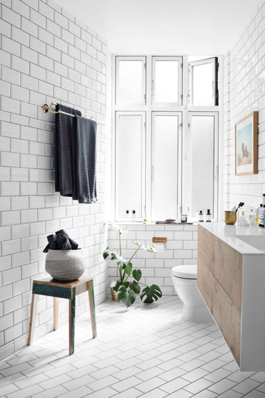 Stylish white subway tile bathroom 05 - Round Decor