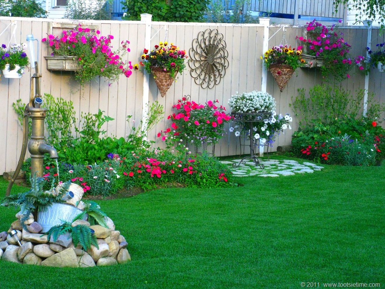 56 beautiful flower garden decor ideas everybody will love for Patio accessories ideas
