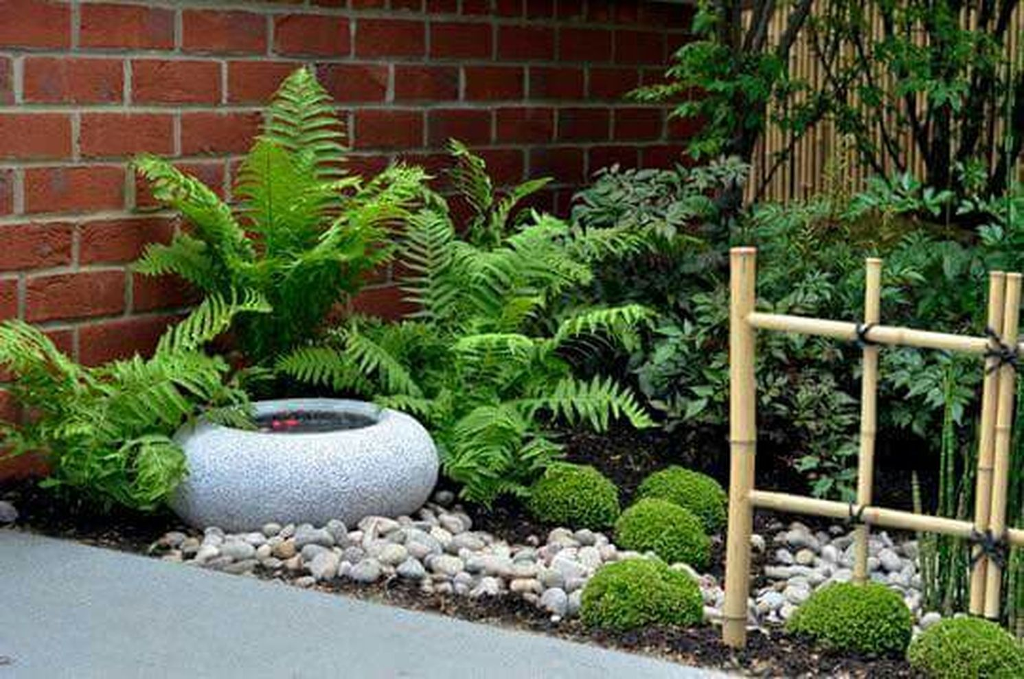 Inspiring small japanese garden design ideas 01 round decor for Small round garden design