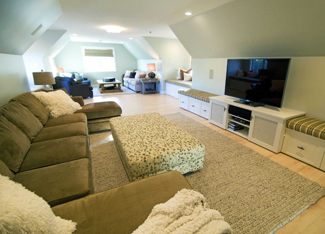 61 simple living room design ideas with tv round decor for Simple room design ideas