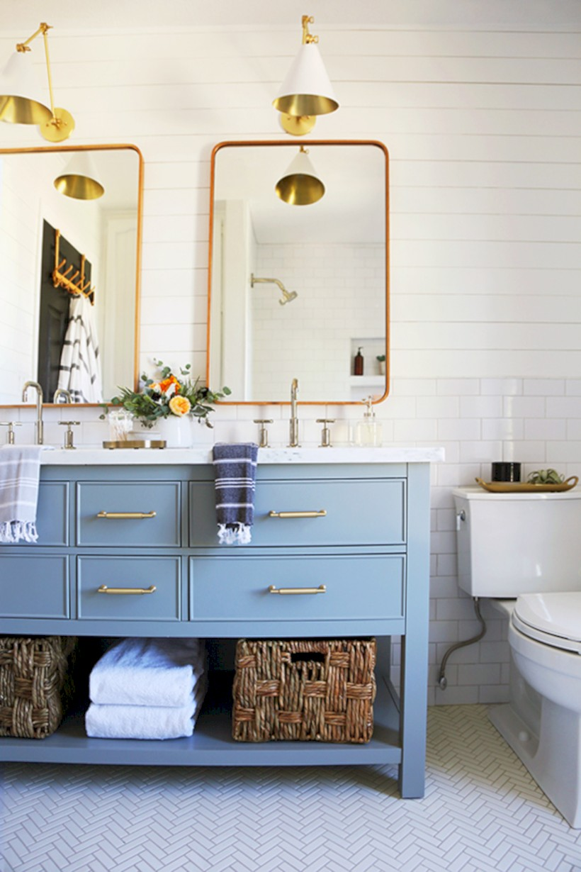 Beautiful subway tile bathroom remodel and renovation (55) - Round Decor