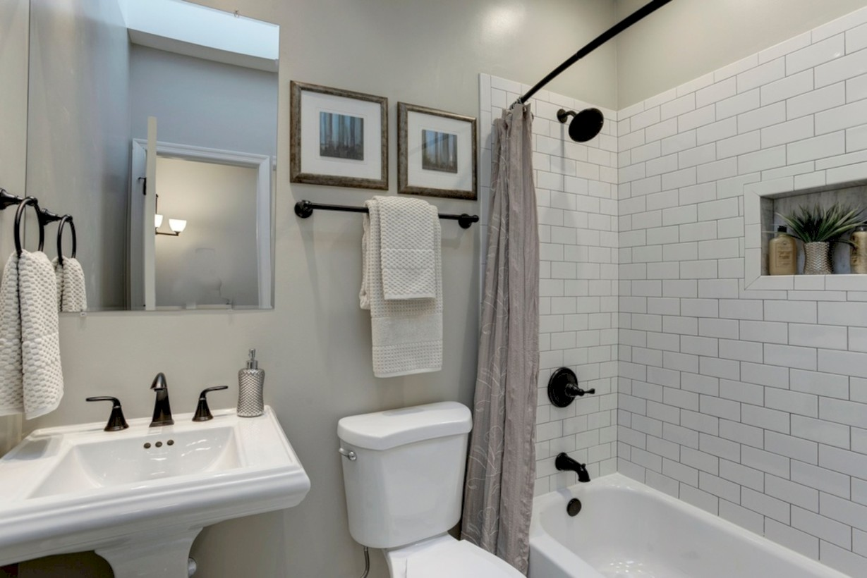 Beautiful Subway Tile Bathroom Remodel And Renovation 7