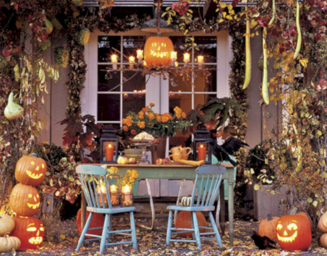 elegant halloween living room decoration ideas 30