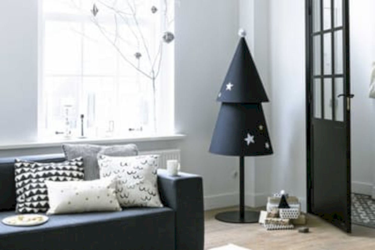 Minimalist and modern christmas tree décoration ideas 39