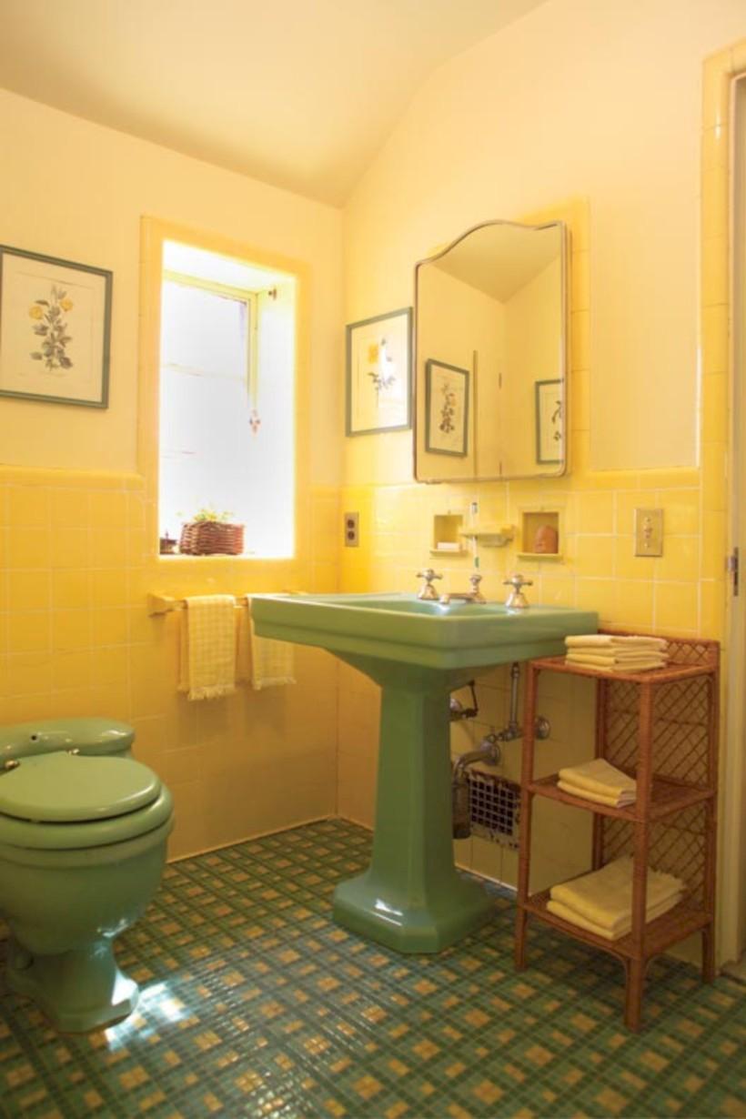 Yellow tile bathroom paint colors ideas (23) - ROUNDECOR