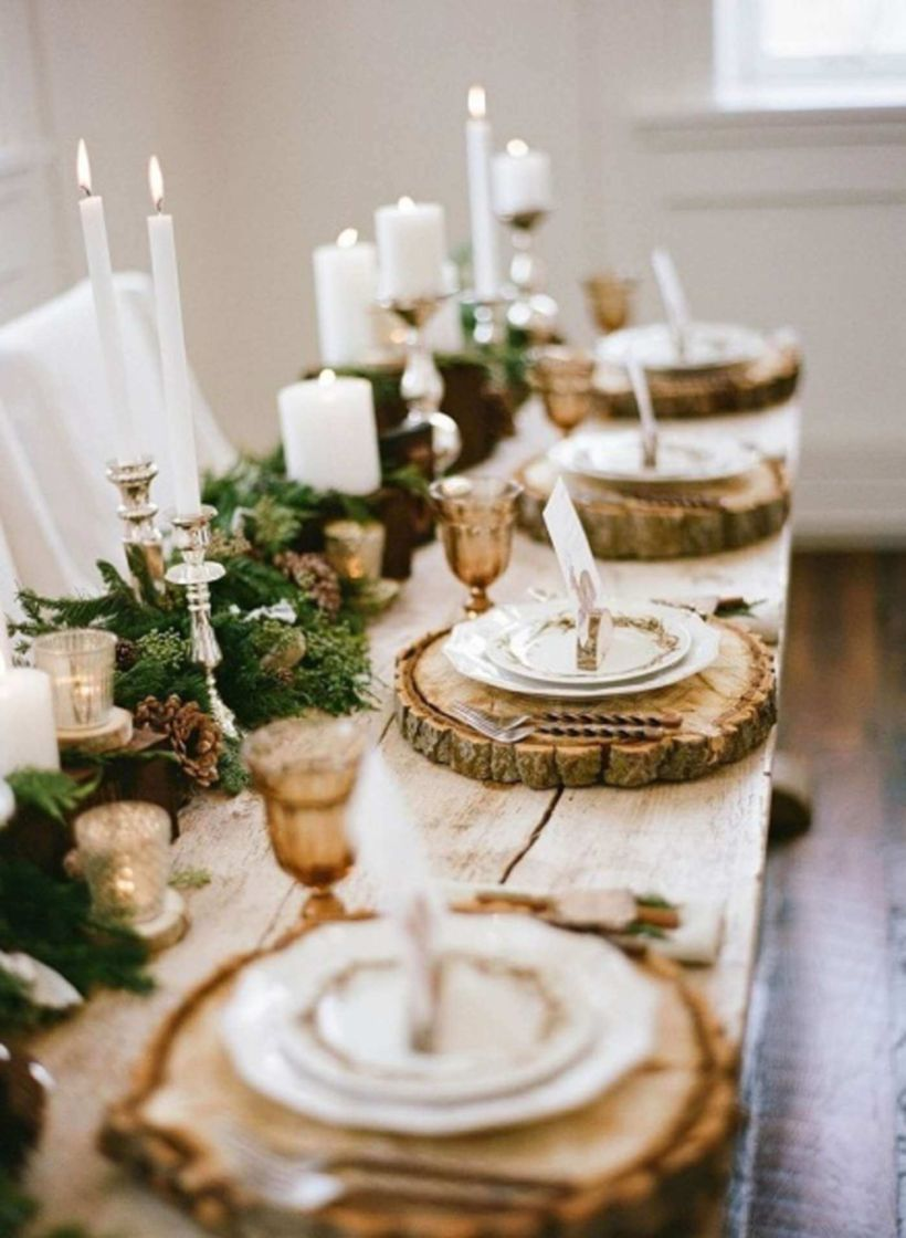 Inspiring Farmhouse Christmas Table Centerpieces Ideas 34