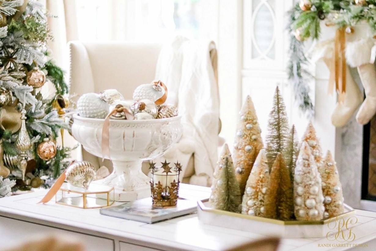 Minimalist christmas coffee table centerpiece ideas 06 ...