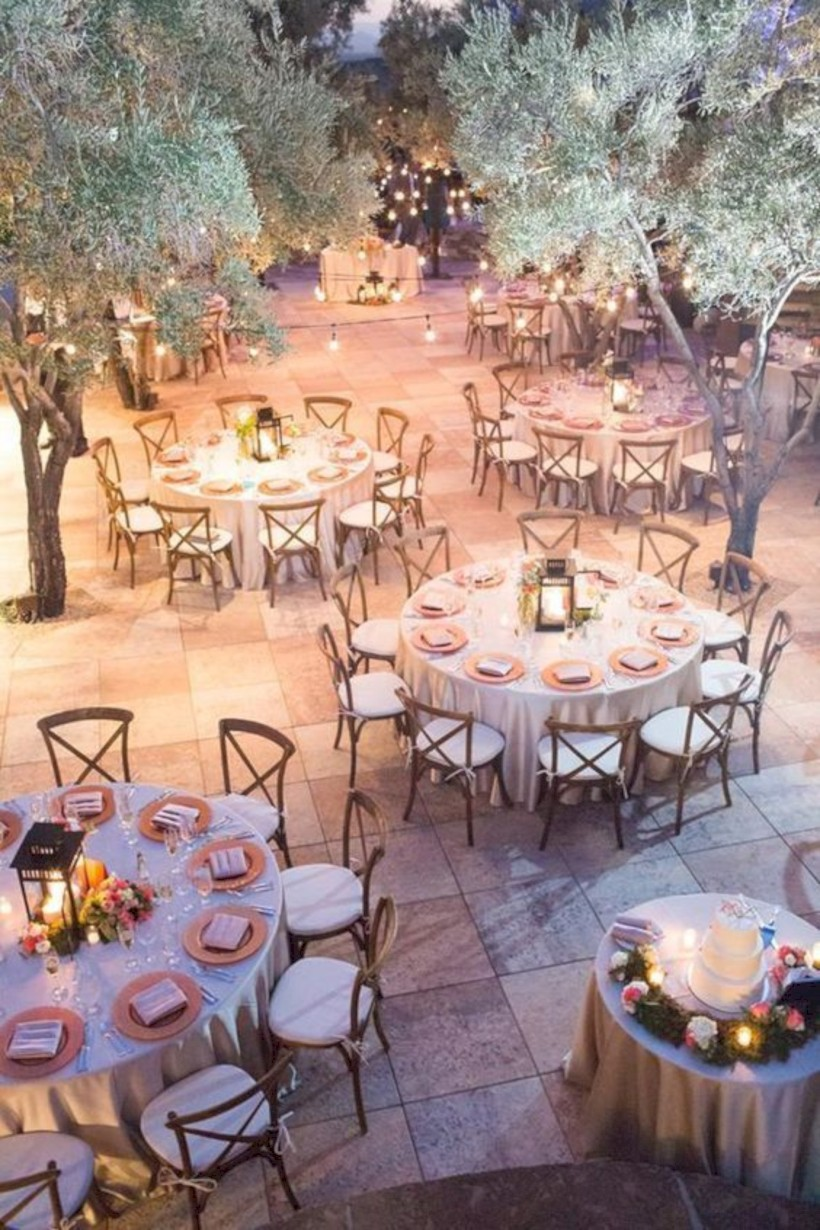 Spectacular Winter Wonderland Wedding Decoration Ideas 29 Round