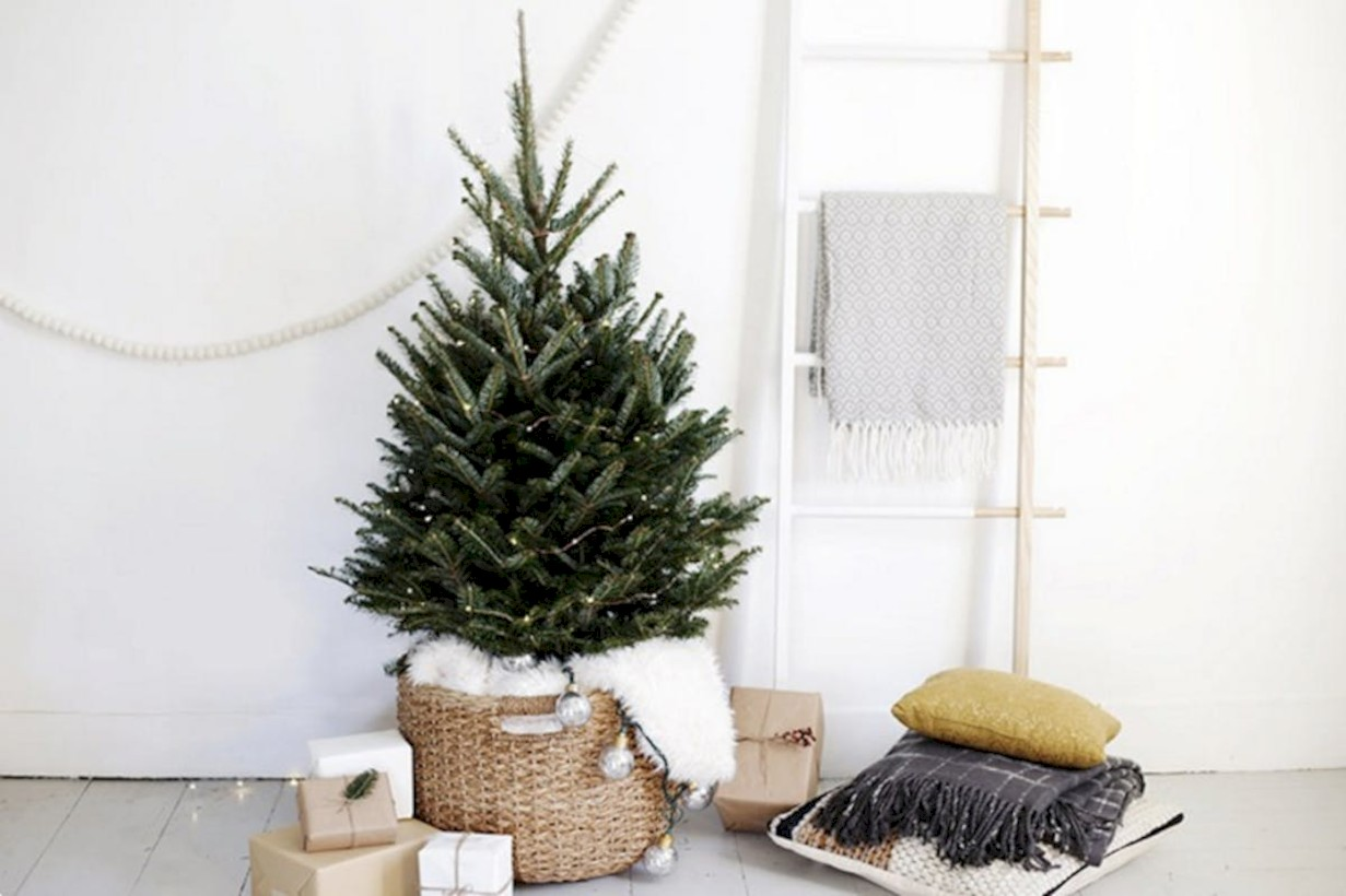 Good Small Christmas Tree Ideas Part - 10: Totally Inspiring Small Christmas Tree Decoration Ideas For Space Saving 14