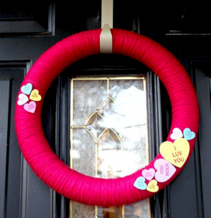 Awesome Valentine Wreaths Ideas For Your Front Door 07 Round Decor