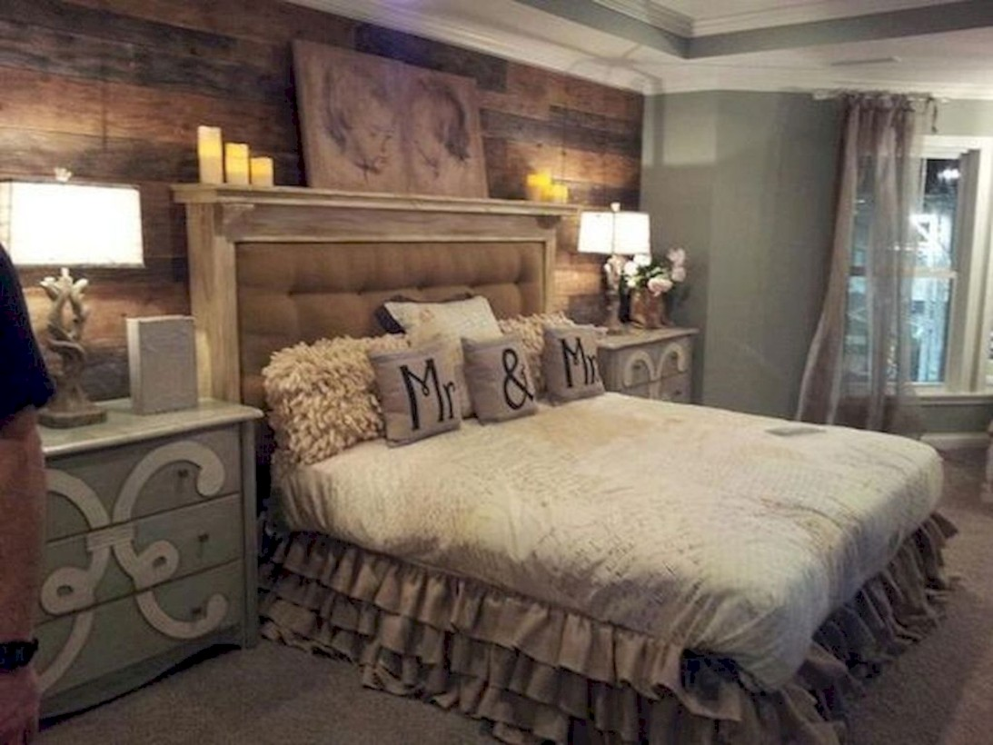 Beautiful farmhouse master bedroom decorating ideas 20