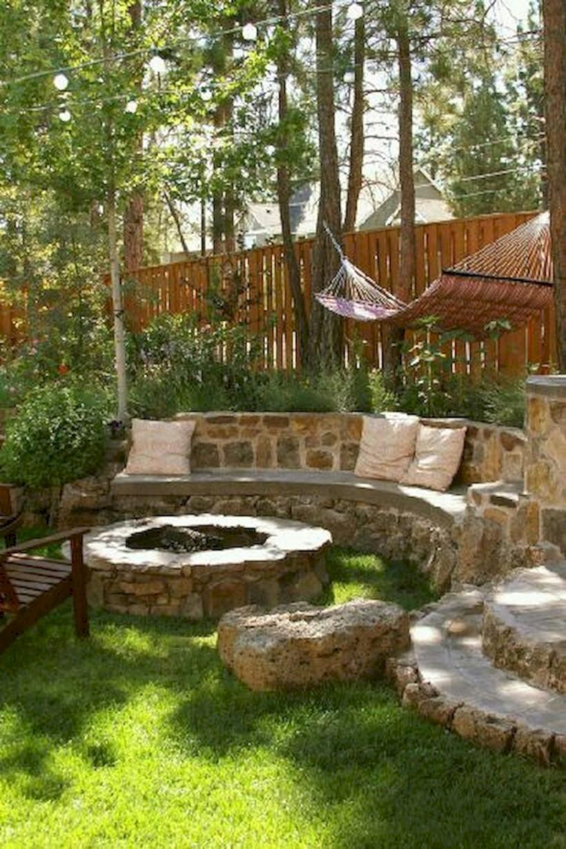 Beautiful small garden design ideas on a budget (40) - Round Decor
