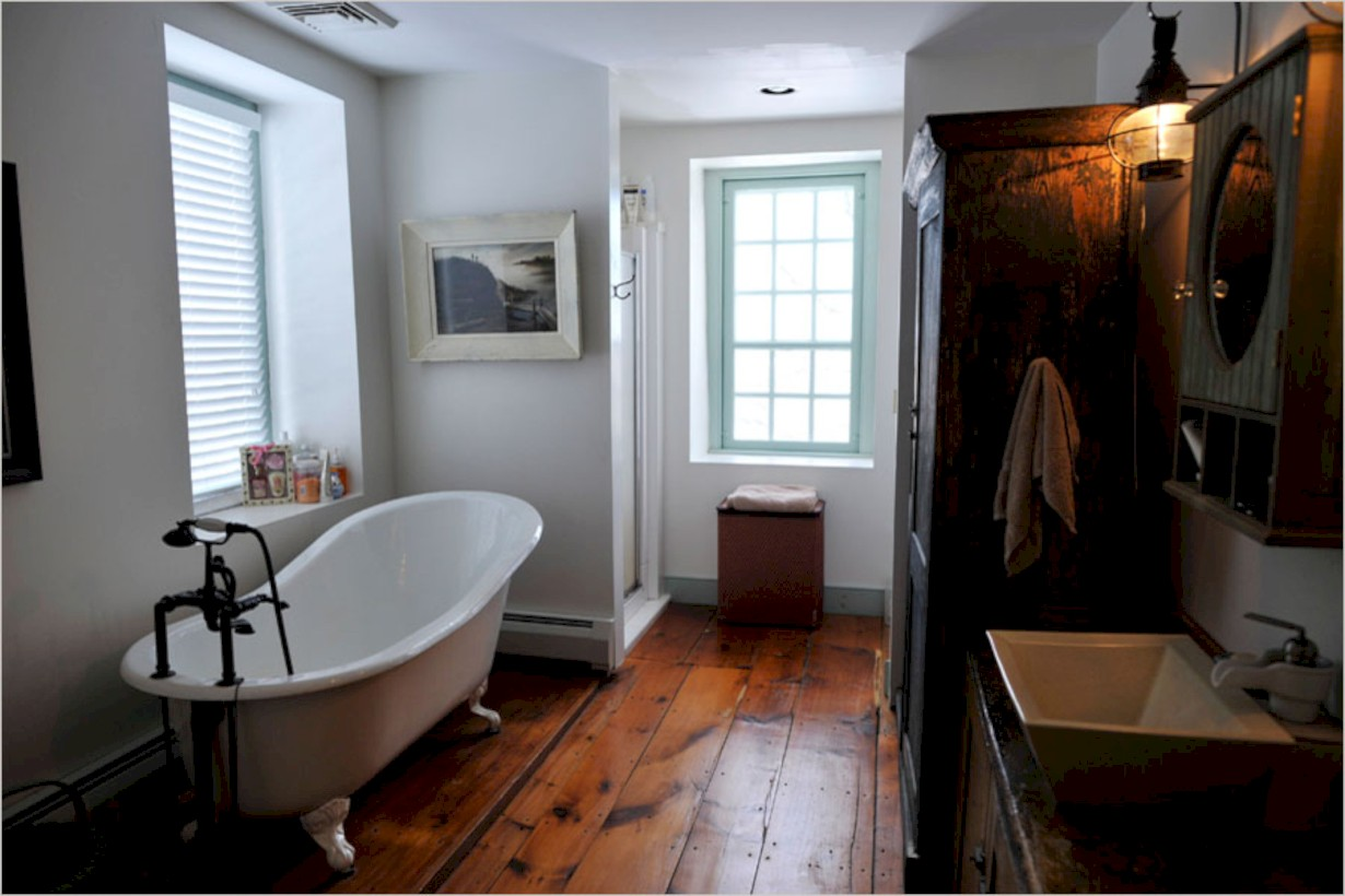 Simple and cozy farmhouse wooden bathroom inspirations ideas 39