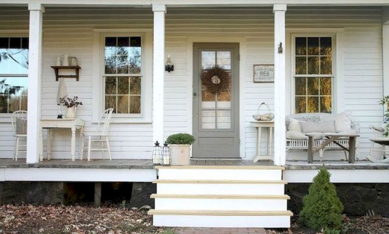 Rustic Farmhouse Porch Steps Decor Ideas 16