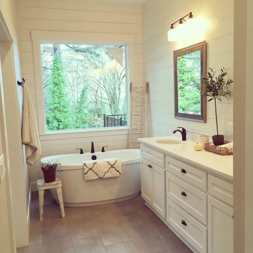 45 Beautiful Urban Farmhouse Master Bathroom Remodel Ideas ...
