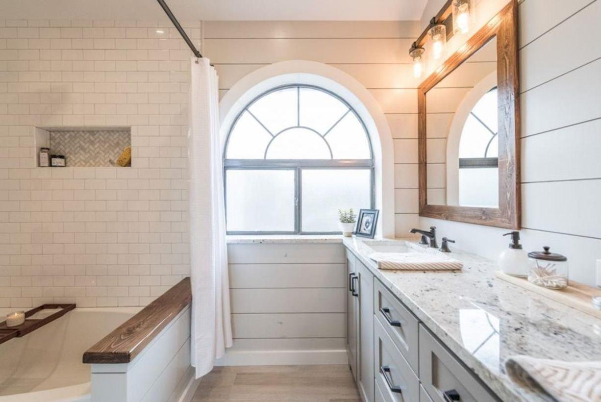 42 Cozy Farmhouse Bathroom Makeover Ideas - Round Decor